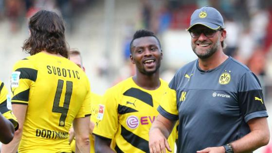 Evans Nyarko with Dortmund manager Klopp and defender Subotic