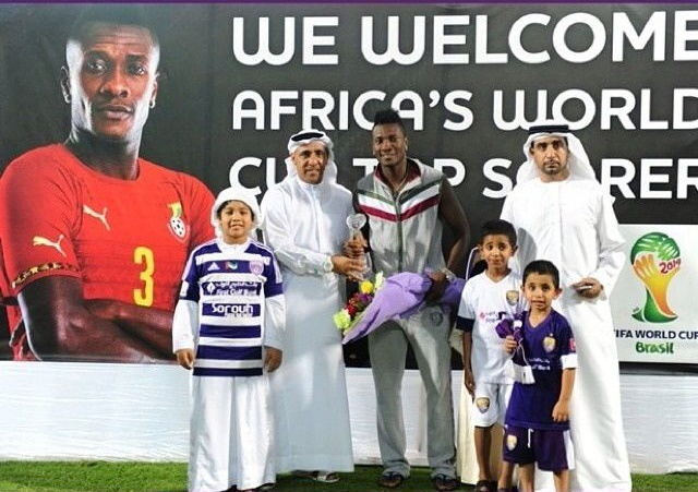 Asamoah Gyan being presented with the award on Friday night