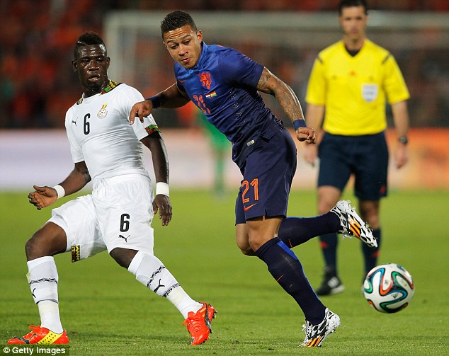 Ghana midfielder Acquah, left battling for the ball with Memphis Depay of Holland, says he wants to play in England