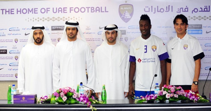 Ghana striker presented to the press after signing the contract extension at Al Ain