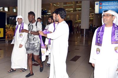 Asamoah Gyan and Al Ain fans at the Dubai airport.