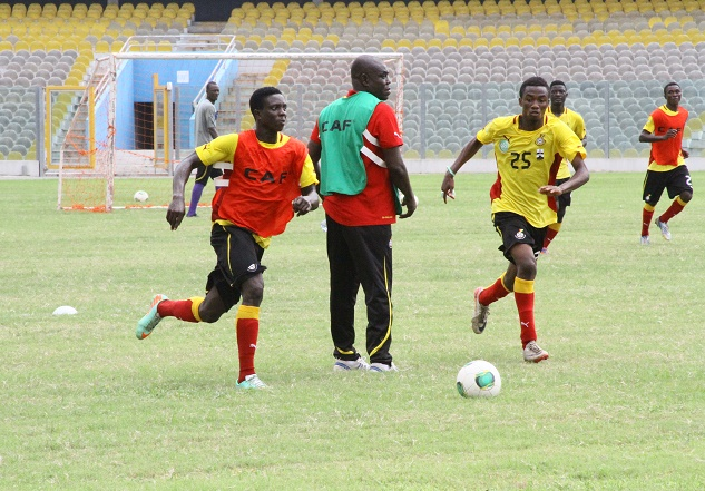 Ghana U20 coach Sellas Teteh taking his team through the paces at Wednesday's session