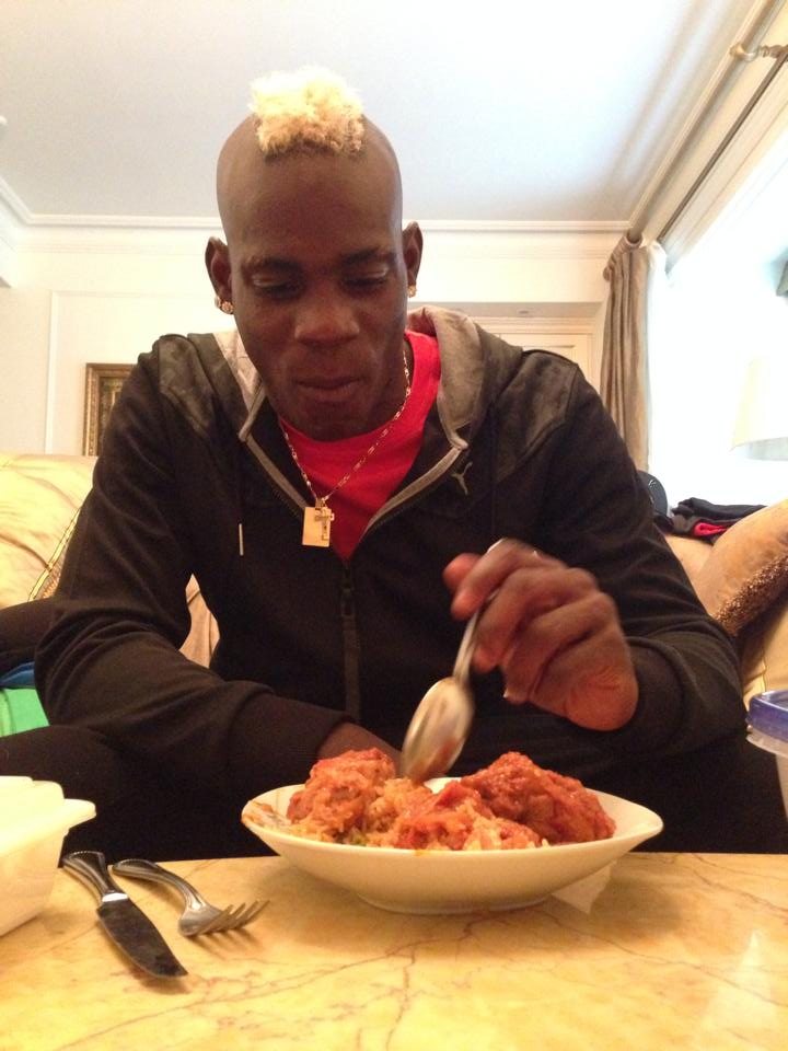 Mario Balotelli eating Ghanaian delicacy Jollof rice and admits its his first time in 15 years