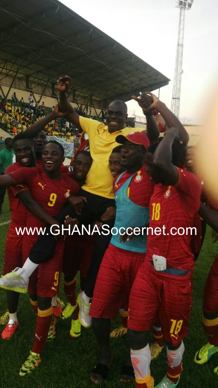 Sellas Tetteh gets a kingly ride from his Ghana U20 players in Libreville.