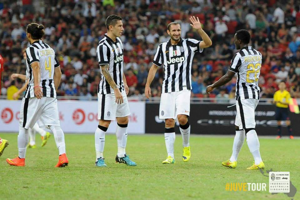 Kwadwo Asamoah is sapped by Girgio Chielini after scoring