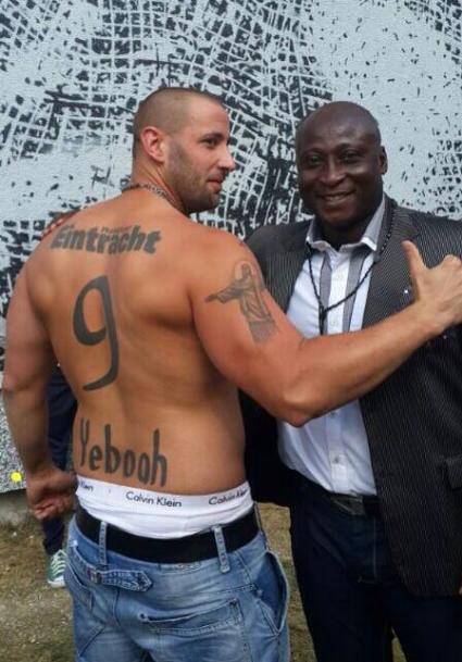 Tony Yeboah meets loyal German fan