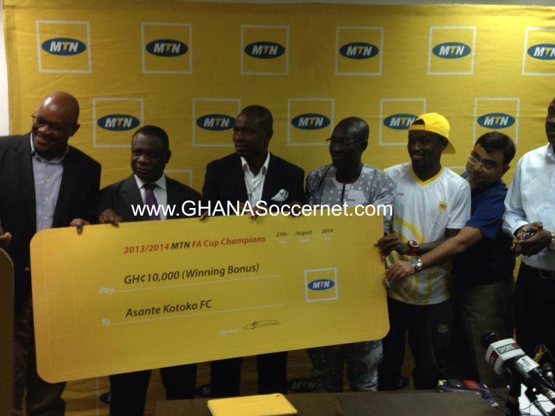 Asante Kotoko present trophies to MTN