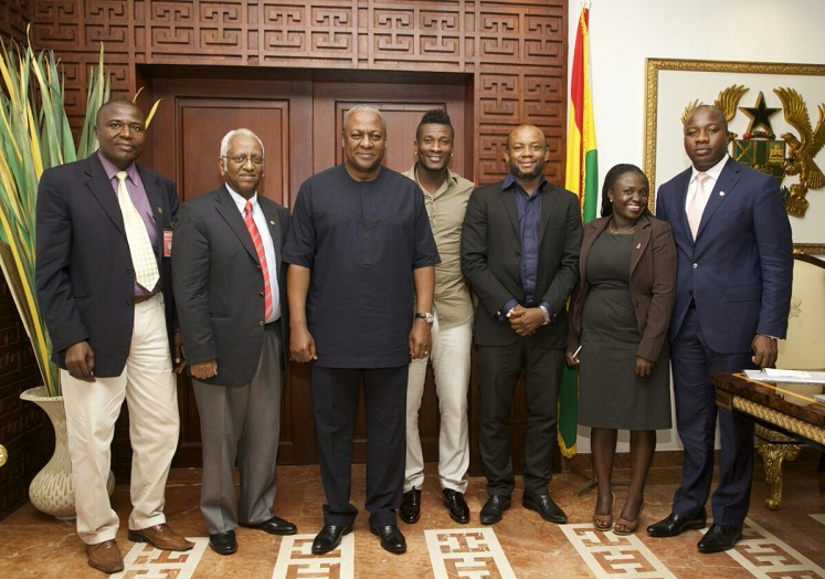Asamoah Gyan in a group photograph with President John Mahama
