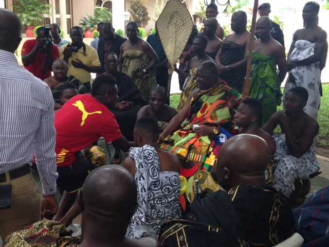 Asantehene Otumfour Osei Titu II exchanging pleasantries with captain Asamoah Gyan