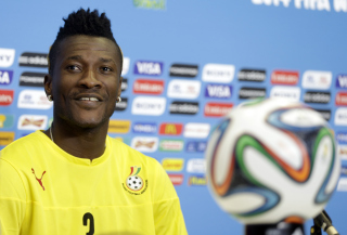 Ghana captain Asamoah Gyan produced leadership magic when he turned some booing fans at the Black Stars training into chanting supporters by stopping training and approaching them to plead for their support ahead of Saturday's match against Uganda.