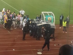 VIDEO: Ugly scenes as Equatorial Guinea fans attacks Ghana players with bottles