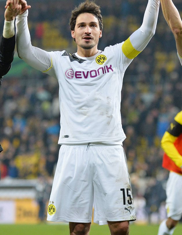 Man Utd circling as Hummels linked with Dortmund transfer request