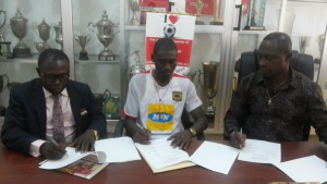 OFFICIAL: Asante Kotoko complete signing of Berekum Chelsea winger Bennet Ofori on a three-year deal