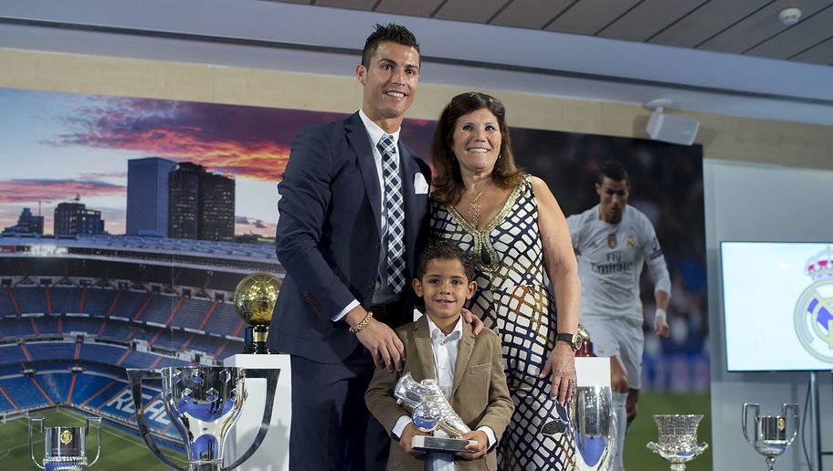 Manchester United's Ronaldo Return Hopes Boosted By His Mum
