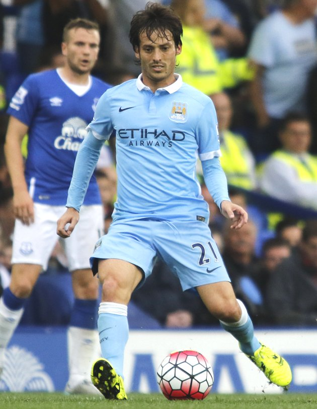 Man City send Silva to Spain for ankle treatment