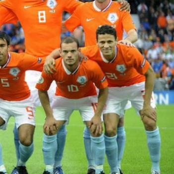 HOLLAND/ OFFICIAL, Boulahrouz quits pro football as a player