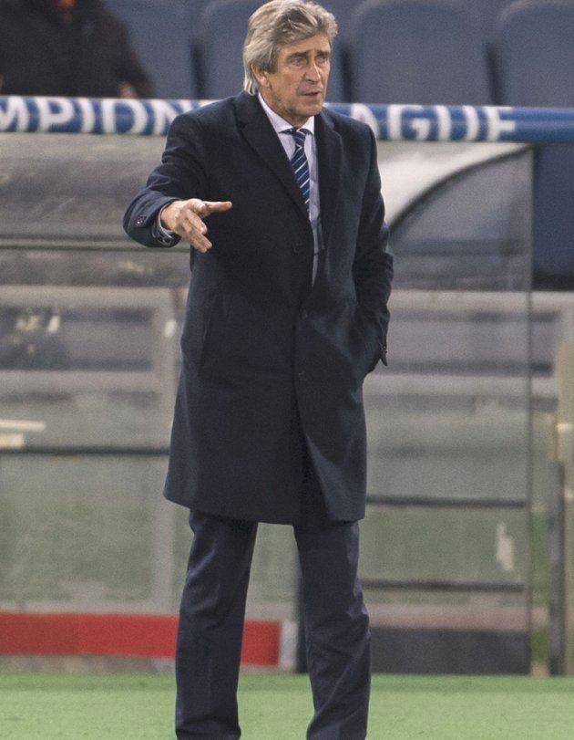 Man City boss Pellegrini worried over long-term Kompany fitness