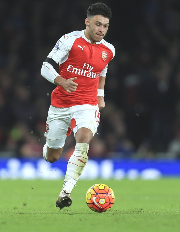 Arsenal reveal Oxlade-Chamberlain to have scan on injuries