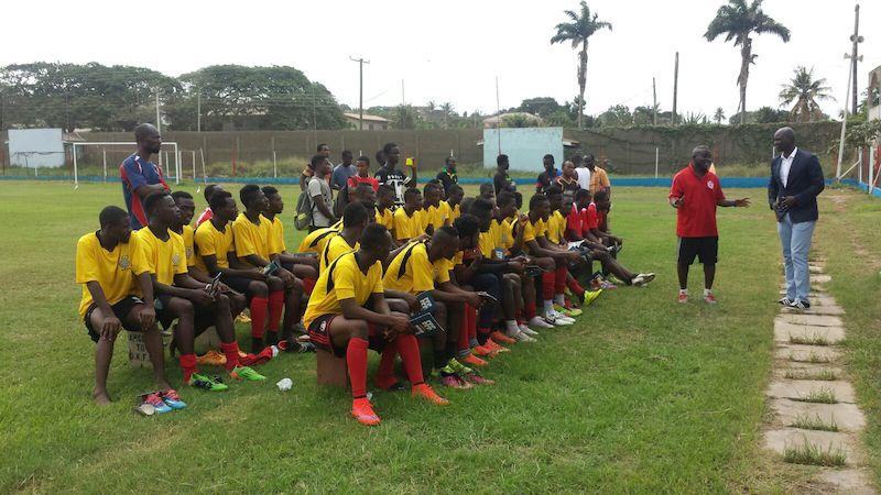 PFAG chiefs Tony Baffoe and Augustine Arhinful interact with Liberty Professionals players