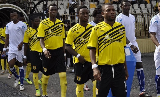 AshGold's experienced left back Tijani Joshua anticipates a flying encounter against M.O Bejaia