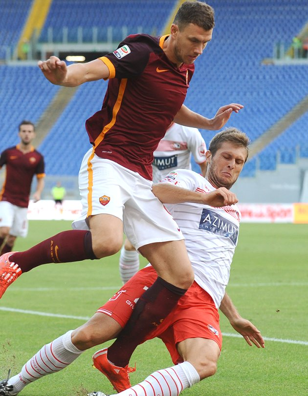 Bosnia coach Bazdarevic urges Roma to stick with Dzeko
