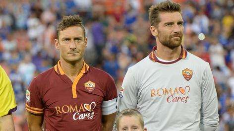 Roma goalkeeper wants Totti to renew his contract
