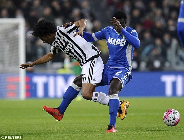 On-loan Chelsea midfielder Juan Cudardo (left) is fouled by Sassuolo's Alfred Duncan