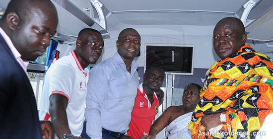 Otumfuo Osei Tutu II presents new team bus to Asante Kotoko ahead of derby clash