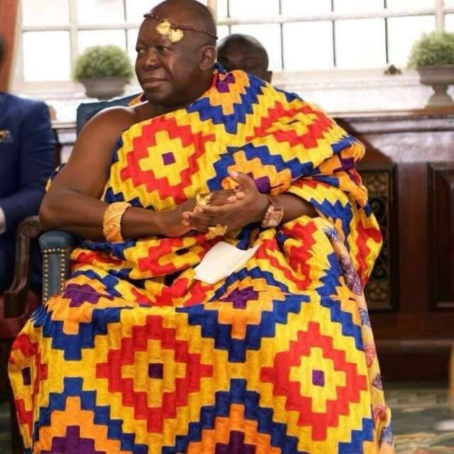 Social Joke: Otumfuo EXPOSED as Hearts supporter because of Kente colours