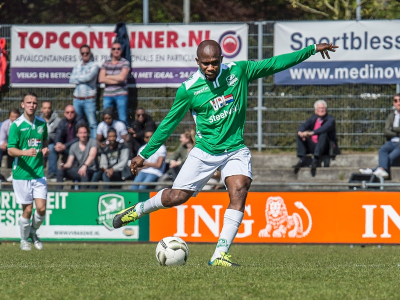 Former Ghana international Mathew Amoah scores four times for VV Baronie