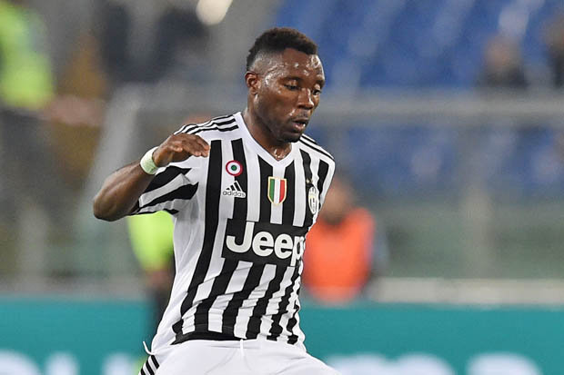 Kwadwo Asamoah arrives in Portugal with Juventus for Champions League clash with Porto