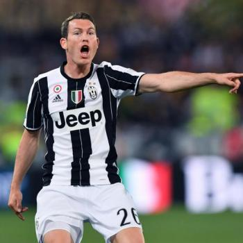 JUVENTUS - Lichtsteiner on exit: his fee is £ 9m
