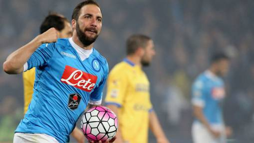 Arsenal Still in the Hunt for Gonzalo Higuain as Napoli Would Prefer to Sell Abroad