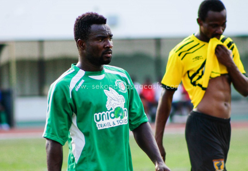 Dreams FC midfielder Eli Keke applauds Hasaacas winger Kojo Poku