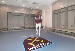 PHOTOS: Andre Ayew takes  a look around West Ham's new stadium