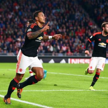 AC MILAN to consider Depay move