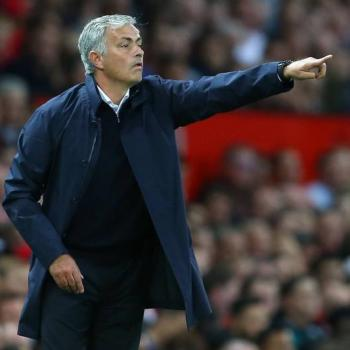 MAN UNITED - Mourinho's hands-off role stuns players