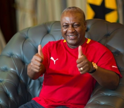 President Mahama fulfils promise by donating GHC 50,000 to Bechem United