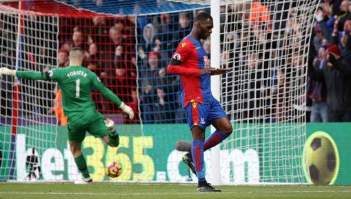 Crystal Palace 3-0 Southampton: Benteke Brace Helps to Sink the Saints and Give Pardew Respite