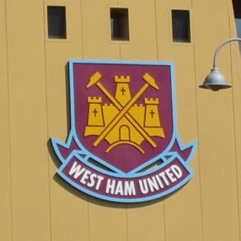 WEST HAM - Oxford snubs Manchester giants and signs new contract