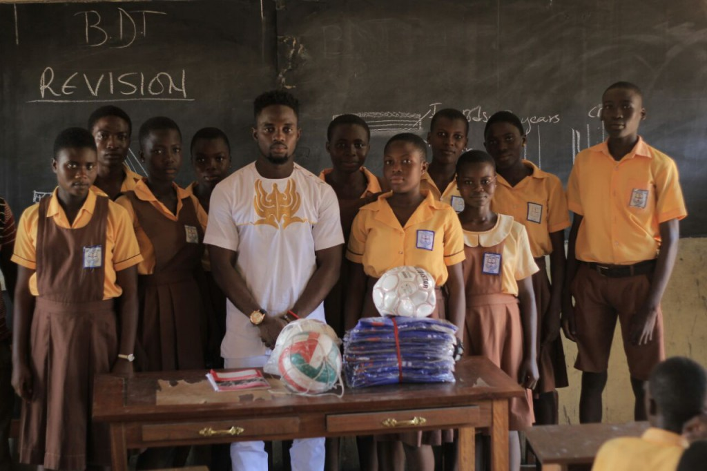 Former Hasaacas winger Samuel Afful donates sports equipment to childhood school Gyandu MA JHS