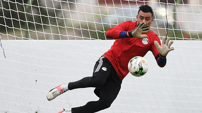 Experienced Egypt goalie El-Hadary wants to play at the 2018 World Cup