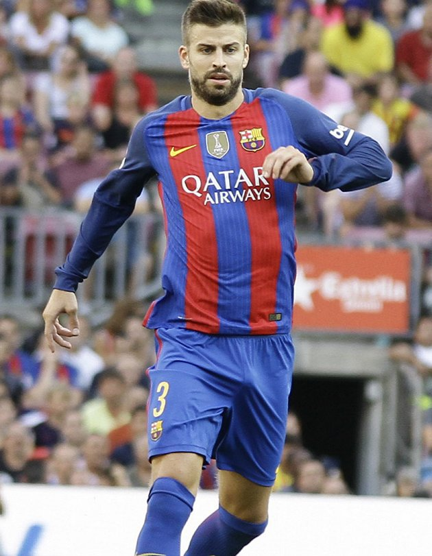 Barcelona defender Gerard Pique: We're with the coach to the death