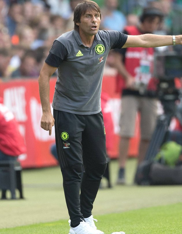 Chelsea rival AC Milan for Villarreal defender Mateo Musacchio