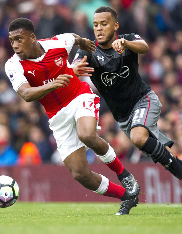 Alex Iwobi calls on Arsenal fans to show Wenger 'more respect'