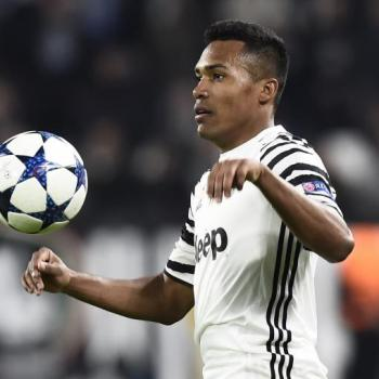 JUVENTUS in talks with ALEX SANDRO on a new contract