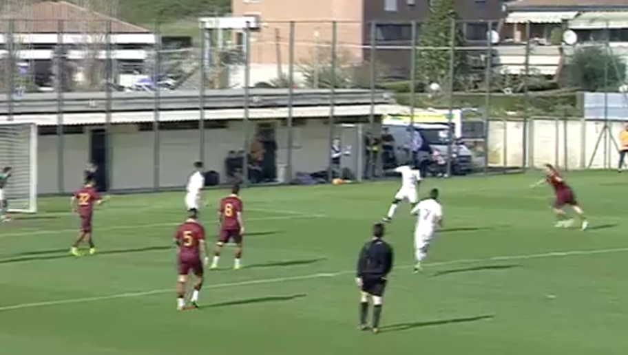 VIDEO: Roma God Francesco Totti Rolls Back the Years & Scores a Ridiculous Volley in Training