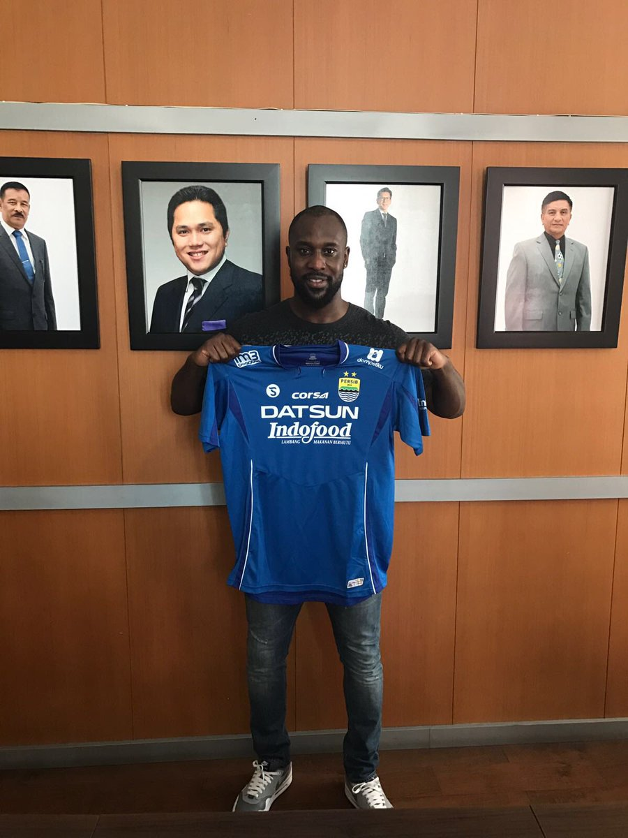 Former Chelsea striker Carlton Cole joins Michael Essien at Indonesian club Persib Bandung