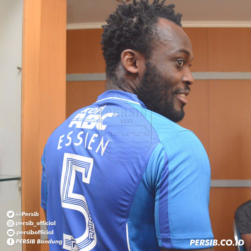 Marquee signing Michael Essien handed favourite No 5 jersey at