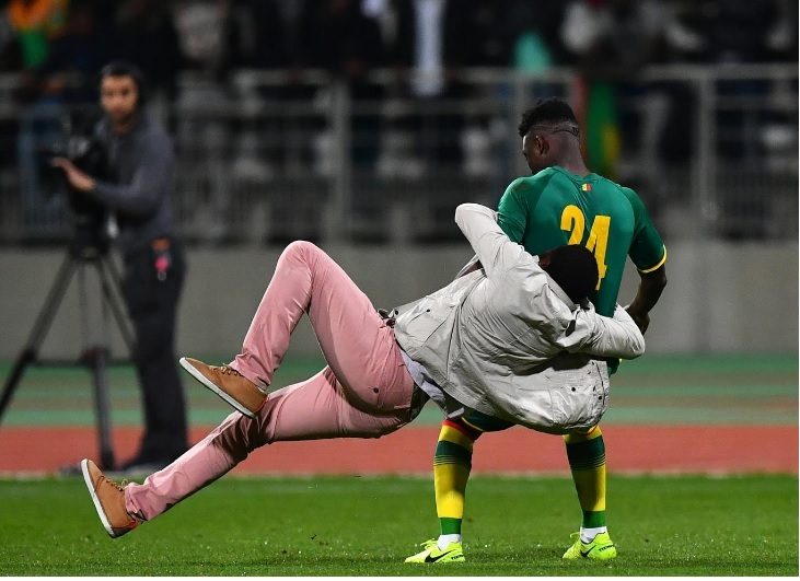 Ivory Coast vs Senegal friendly cancelled after supporters invade the pitch, chase players and tackle Lamine Gassama
